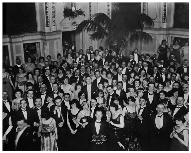 Overlook-hotel-July-4th-ball-1921-from-the-shining-e1353565987994